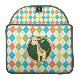 Girafe sur le motif à motifs de losanges coloré housses MacBook pro