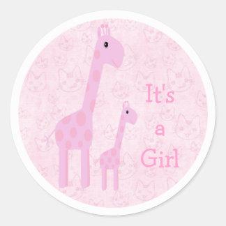 Girafes et chats roses mignons ses un nouveau bébé autocollant rond