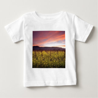 Gisement de nature de jaune t-shirt