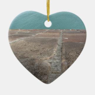 Glissement dans la mer bleue ornement cœur en céramique