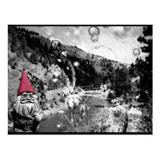 Gnome sur la carte postale d'errer