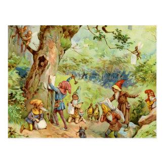 Gnomes, elfes et fées dans la forêt magique carte postale