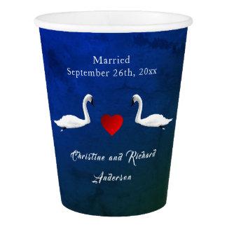 Gobelets En Papier Cygnes romantiques de l'eau bleue de mariage