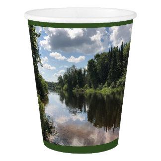 Gobelets En Papier Peignez la rivière dans la tasse de papier de