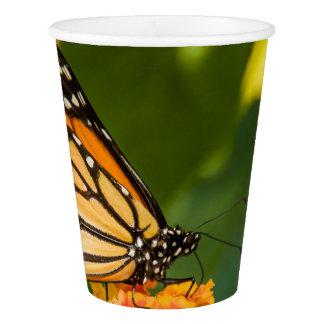 Gobelets En Papier photo d'un papillon sur une fleur