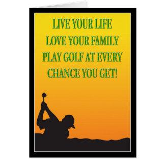 Golfeur heureux de fête des pères dans la carte de