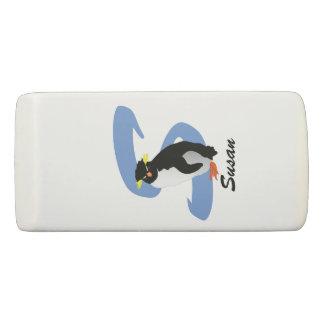 Gomme Pingouin décoré d'un monogramme avec le nom et