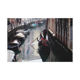 Gondole sur un Calle de Venise Toile