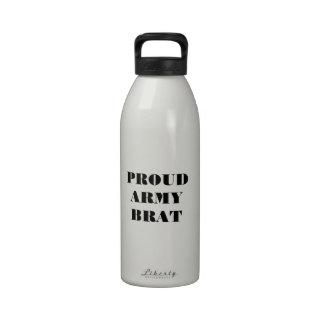 Gosse fier d'armée de bouteille d'eau