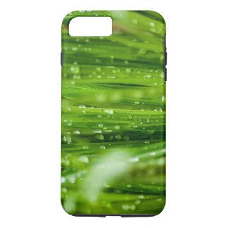 Gouttes de pluie sur des lames d'herbe coque iPhone 7 plus