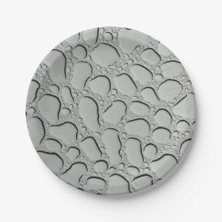 Gouttes de pluie sur le toit en verre assiettes en papier