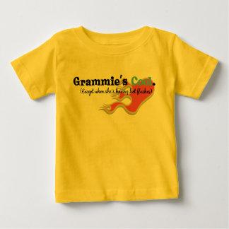 Grammie a des bouffées de chaleur t-shirt pour bébé