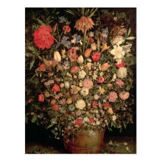 Grand bouquet des fleurs dans un baquet en bois carte postale
