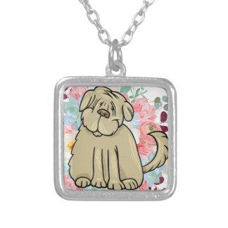 Grand chien pelucheux avec des fleurs collier