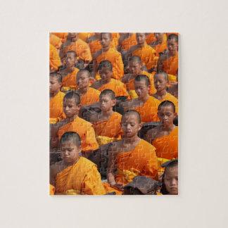 Grand groupe de moines méditants puzzle