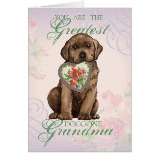Grand-maman de coeur de laboratoire de chocolat carte de vœux