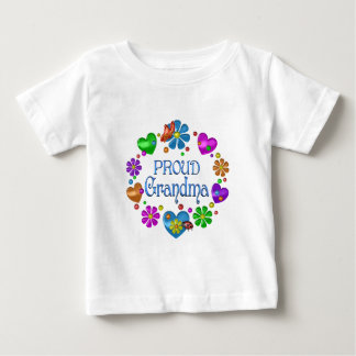 Grand-maman fière t-shirt pour bébé