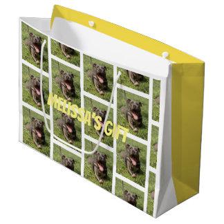 Grand Sac Cadeau Pitbull Editable dans l'herbe