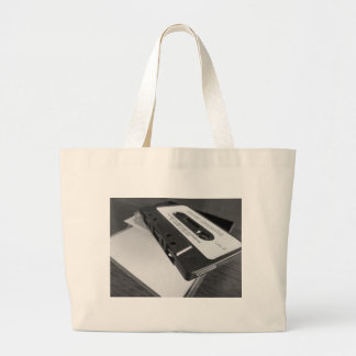Grand Tote Bag Bande vintage de cassette audio sur la table en