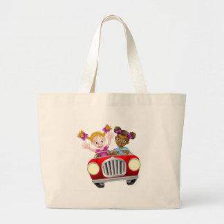 Grand Tote Bag Caractères de fille de bande dessinée conduisant