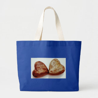 Grand Tote Bag coeur brun en bois.