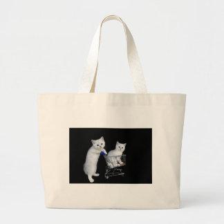 Grand Tote Bag Deux chatons blancs avec le caddie sur black.JPG