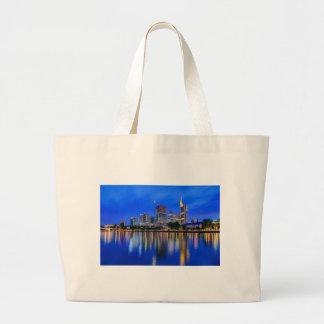 Grand Tote Bag Horizon de Francfort au crépuscule