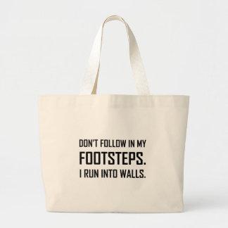 Grand Tote Bag Je cours dans des murs drôles