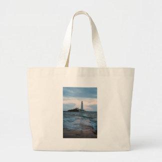 Grand Tote Bag Le phare de Mary de saint à la baie de Whitley