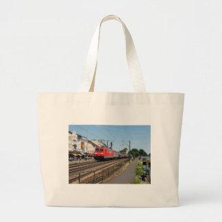 Grand Tote Bag Train de marchandises dans la maison crue au Rhin