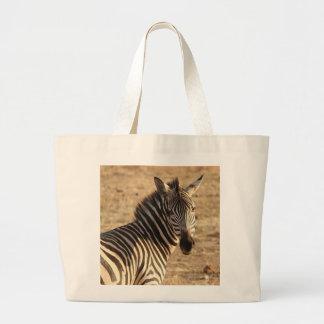 Grand Tote Bag Un beau zèbre sauvage sur la savane
