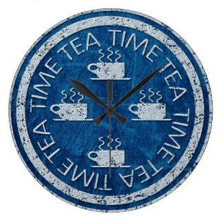 Grande Horloge Ronde Argent de temps de thé sur le bleu