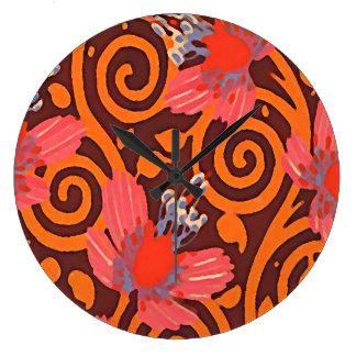 Grande Horloge Ronde Brown abstrait coloré tournoie les papillons roses