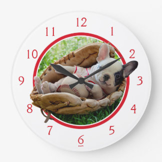Grande Horloge Ronde Chiot mignon dans un gant de base-ball
