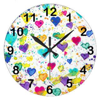 Grande Horloge Ronde Coeurs avec l'éclaboussure colorée de peinture