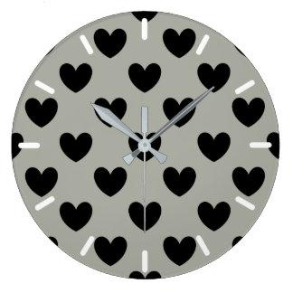 Grande Horloge Ronde Coeurs noirs de polka sur le gris de Pussywillow
