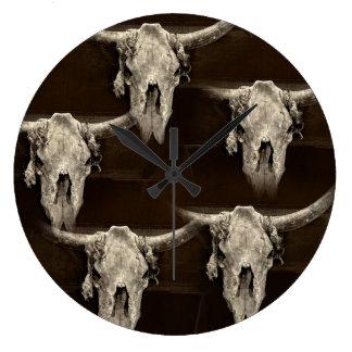 Grande Horloge Ronde Crâne rustique de buffle de sépia avec des klaxons