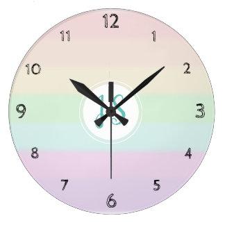 Grande Horloge Ronde Crèche en pastel de monogramme de couleur mignonne