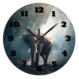 Grande Horloge Ronde Éléphant asiatique dans une clairière ensoleillée