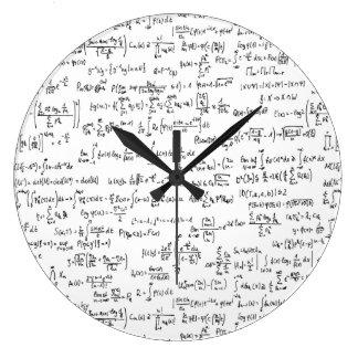 Grande Horloge Ronde Équations //de maths écrites par main