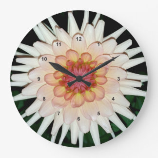 Grande Horloge Ronde fleur une nuit fraîche