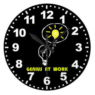Grande Horloge Ronde Génie au travail