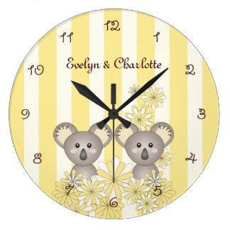 Grande Horloge Ronde Le koala animal jumeau mignon de rayure jaune