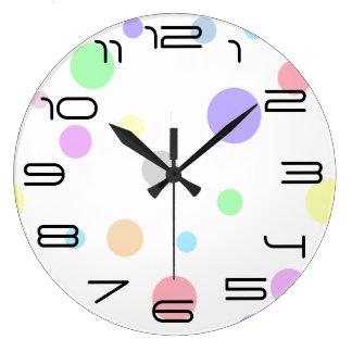 Grande Horloge Ronde Motif de point en pastel de polka