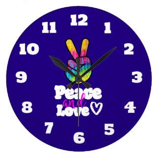 Grande Horloge Ronde Paix de signe de paix de main d'arc-en-ciel et