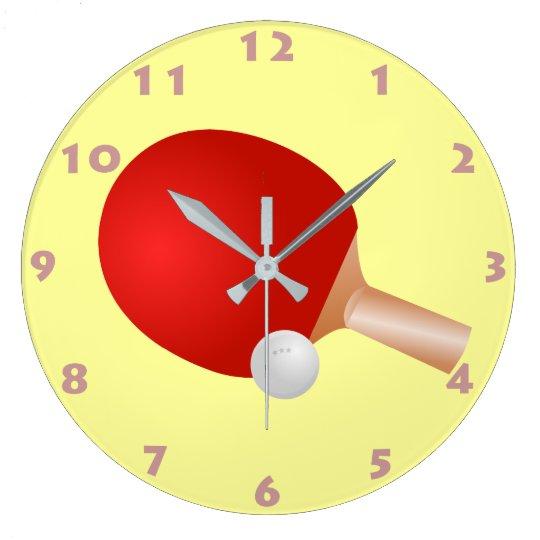 grande horloge ronde palette et boule de ping pong avec des chiffres. Black Bedroom Furniture Sets. Home Design Ideas