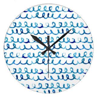 Grande Horloge Ronde Profil onduleux d'aquarelle bleue peinte à la main