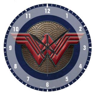 Grande Horloge Ronde Symbole de femme de merveille au-dessus des