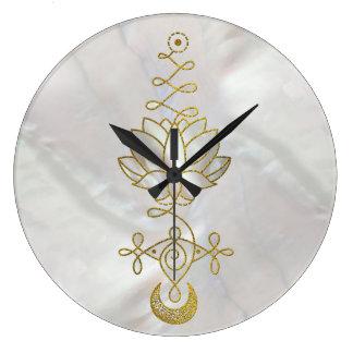 Grande Horloge Ronde Symbole en pastel d'Unalome Lotus de perle