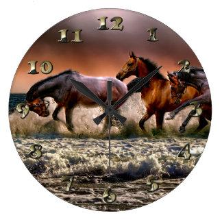 Grande Horloge Ronde Trois chevaux trottant dans l'océan